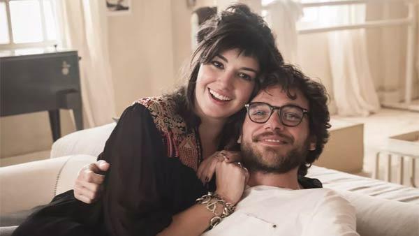 Foto de Paulo (Emilio Dantas) e Martinha (Veronica Debom)