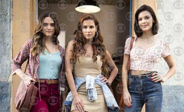 Foto de Vitória Strada, Juliana Paiva e Deborah Secco protagonistas da trama