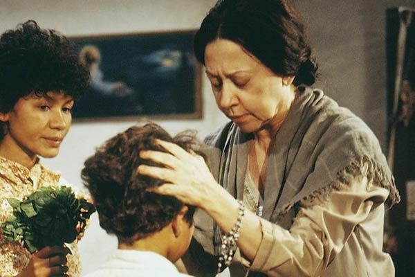 Vó Manuela (Fernanda Montenegro) (